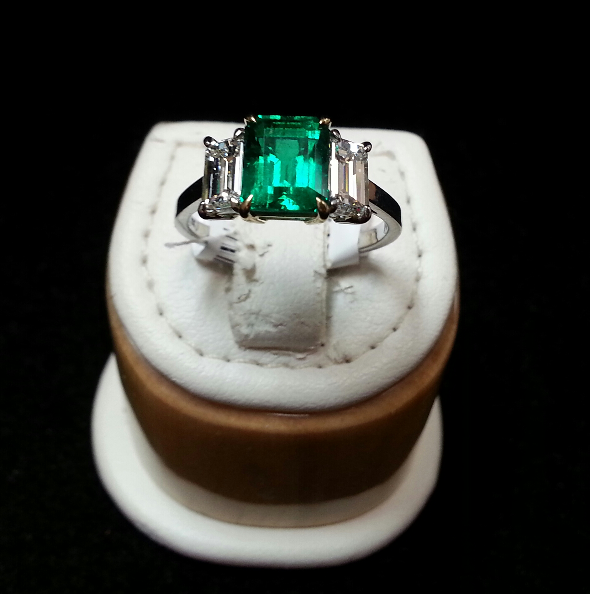 ring sapphire emerald with copy trapezoid cut diamond side blue content stones
