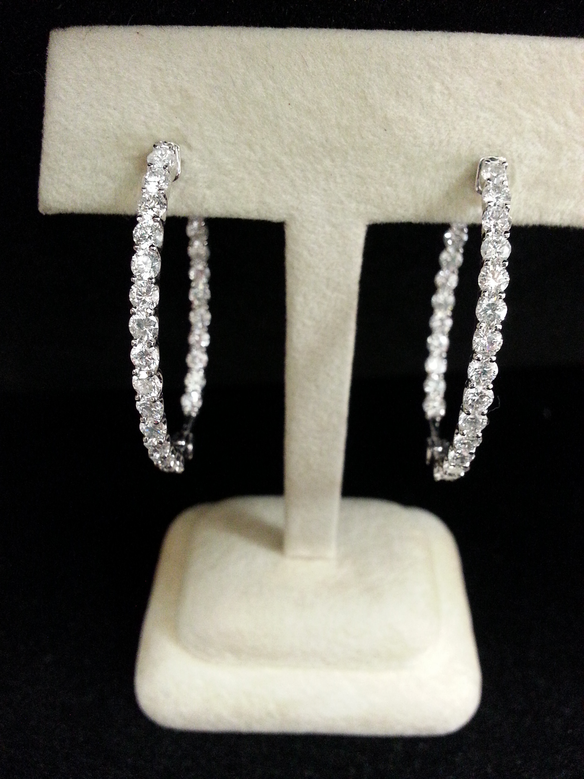 18k White Gold Diamond Oval Hoops with 3.71ctw of Diamonds.