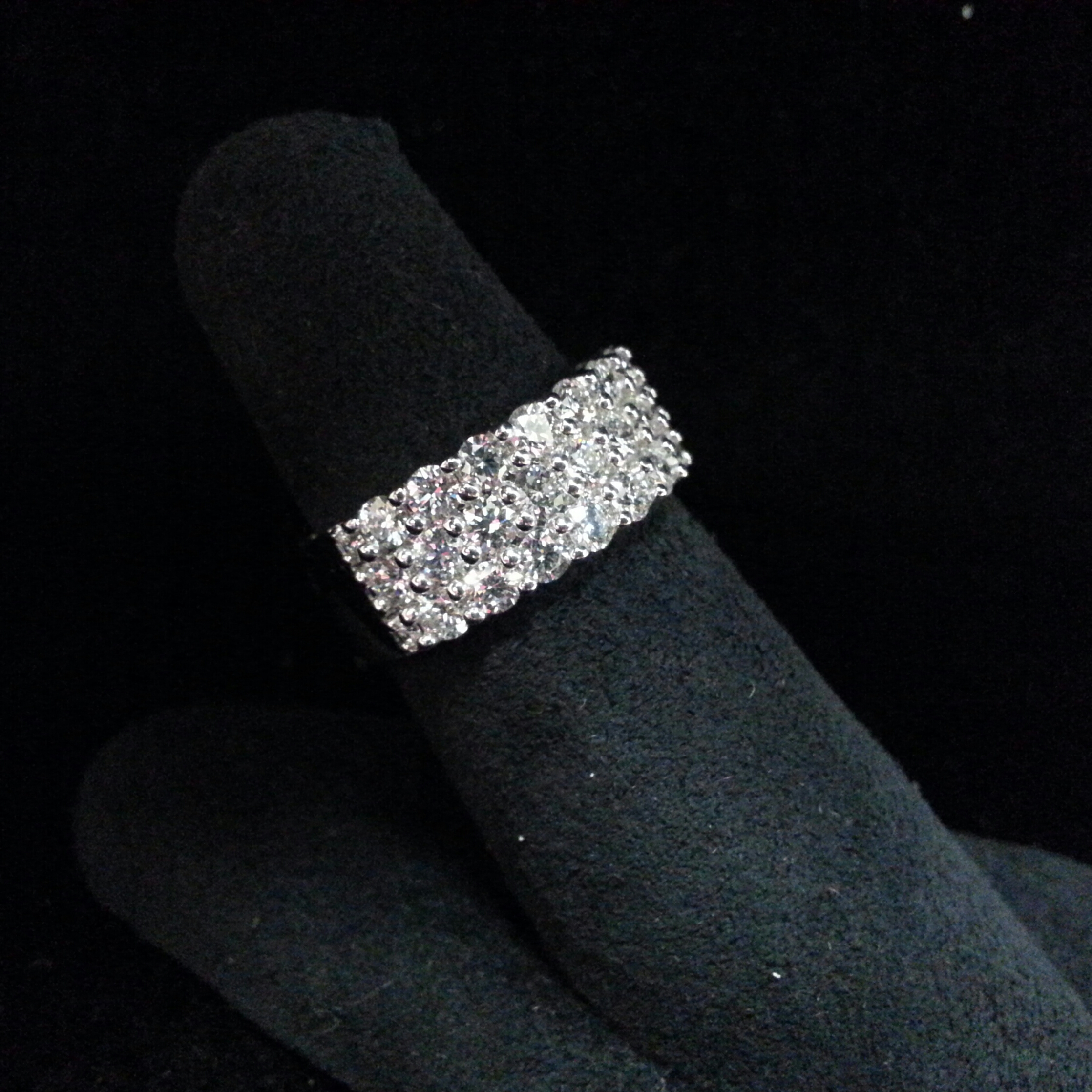 18k White Gold Memoire Three Row Diamond Ring. 2.09ctw of Diamonds.
